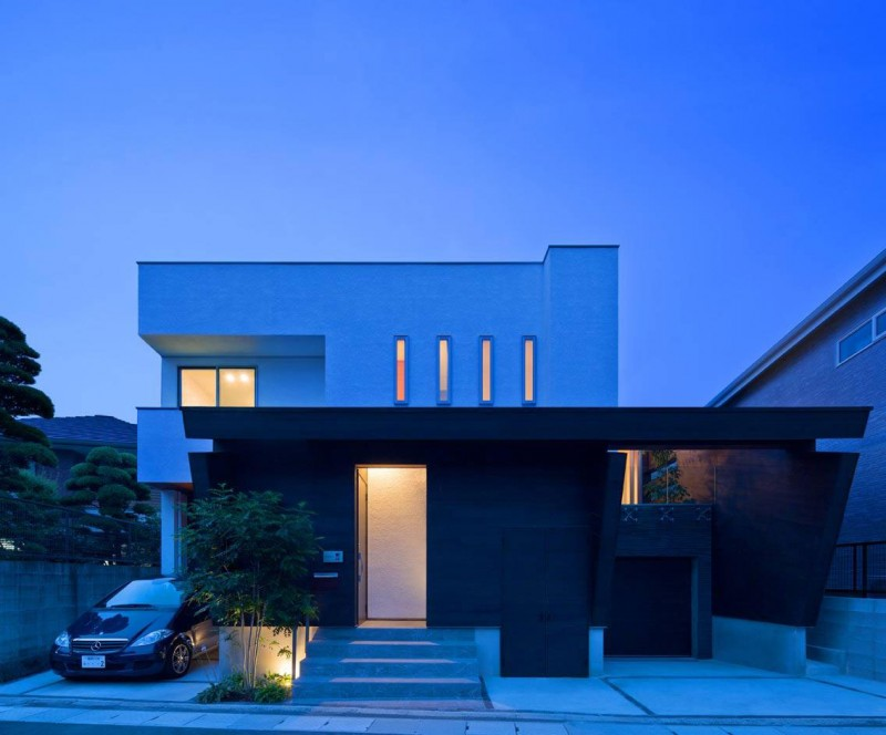 House of Corridor by Architect Show Co.