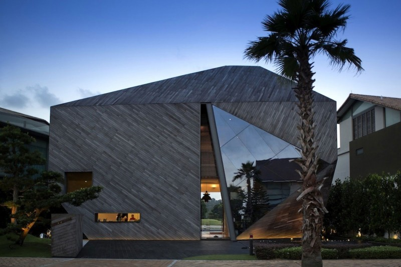 The Diamond House by Formwerkz Architects