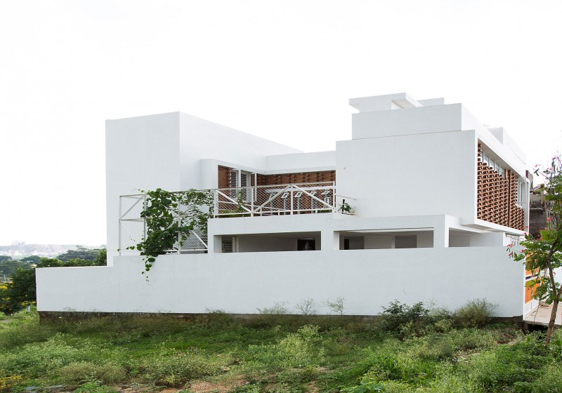 lateral house by gaurav roy choudhury