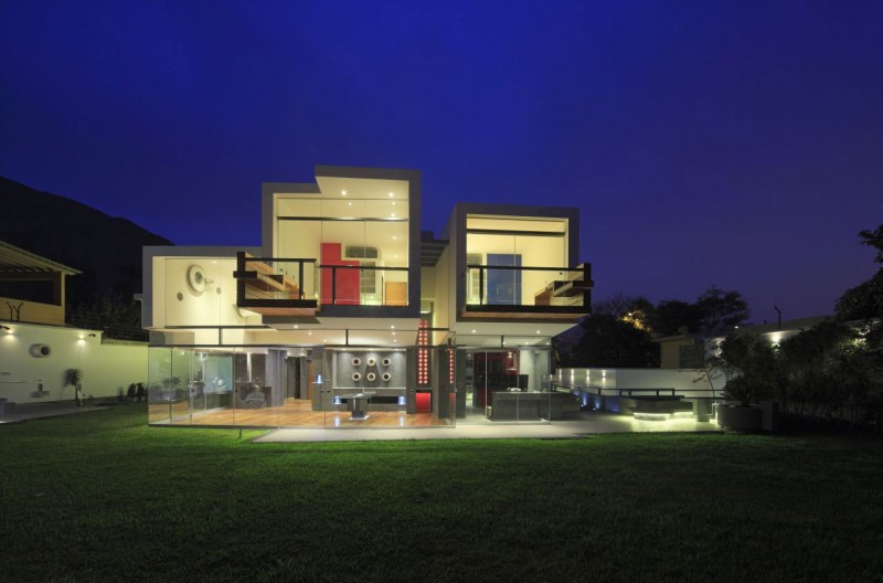 Creatively Cool Dual Cantilevered House In Peru: Casa Para Siempre By Longhi Architects
