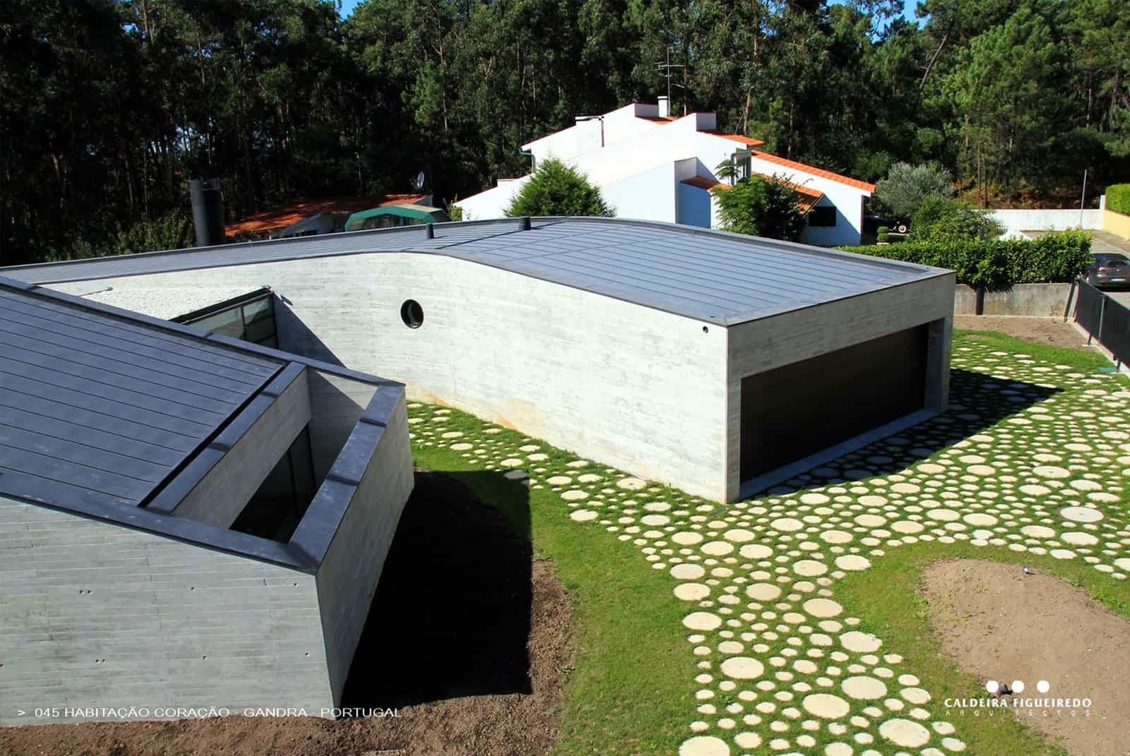 Habitaçao Coraçao by Caldeira Figueiredo