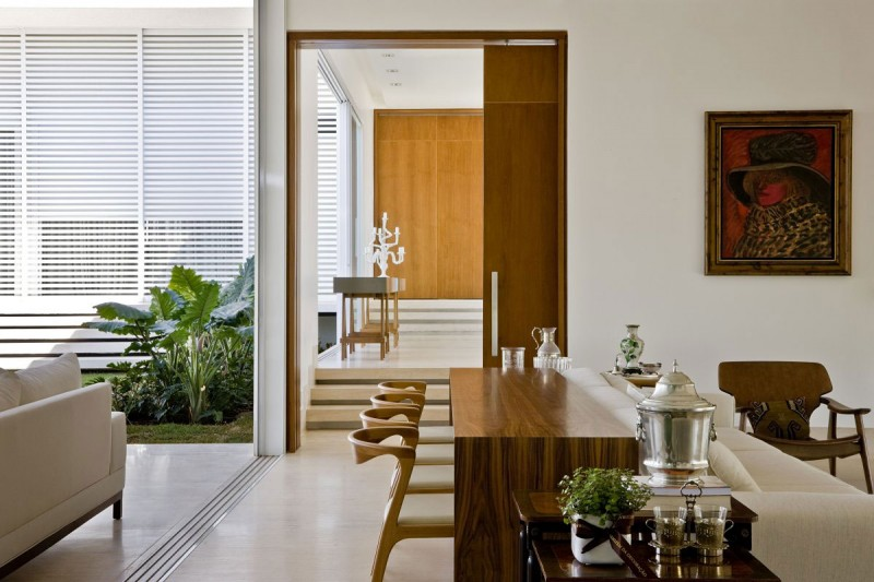 Casa do patio by leo romano for Modelos de patios de casa