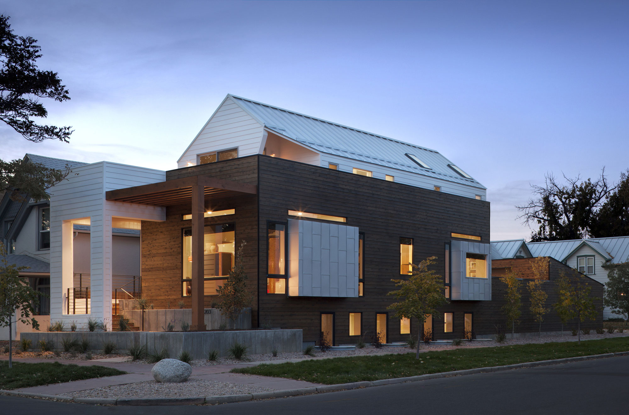 33rd Street House by Meridian 105 Architecture (10)