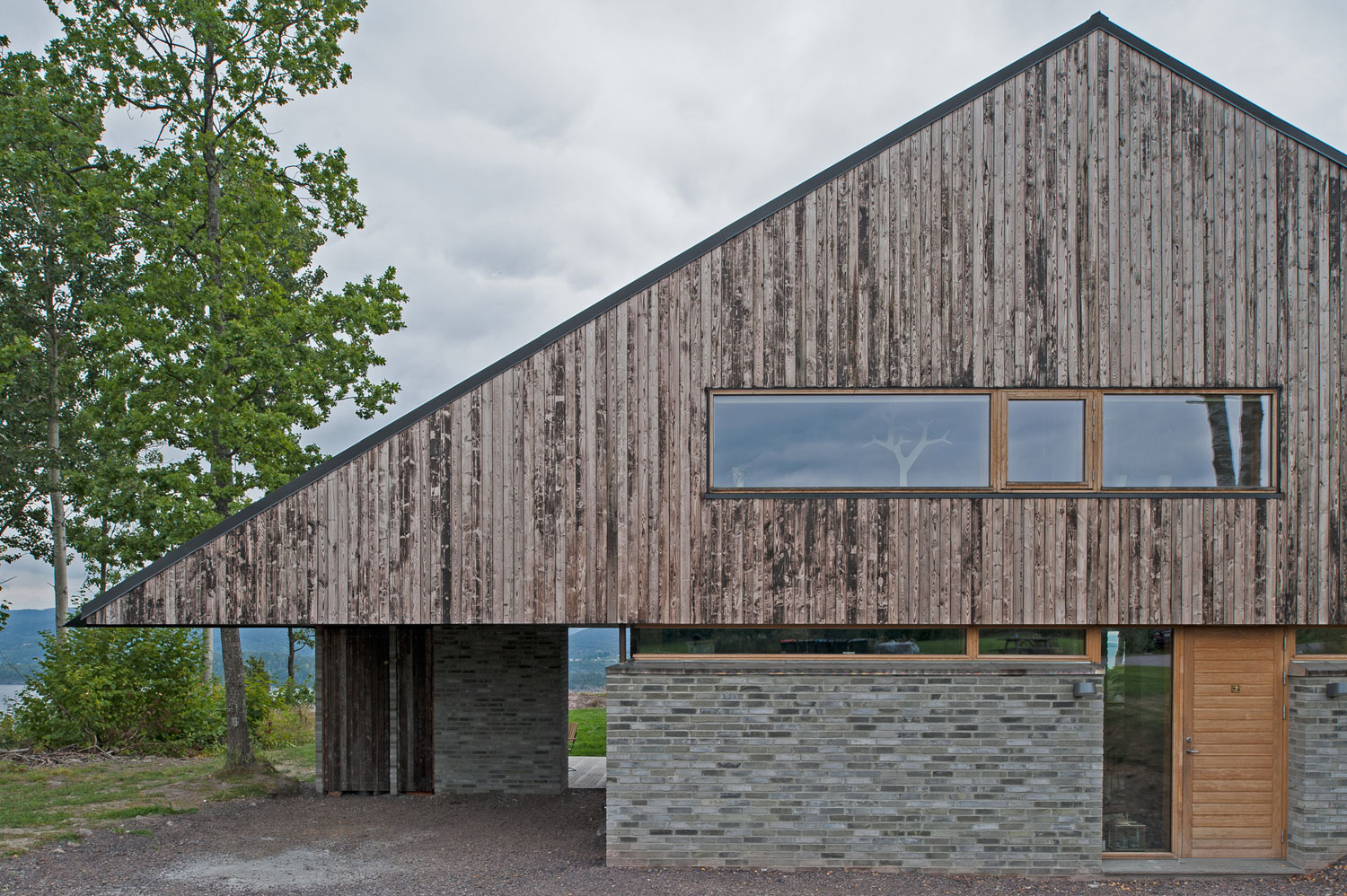 Off/Ramberg House by Schjelderup Trondahl Architects AS (5)