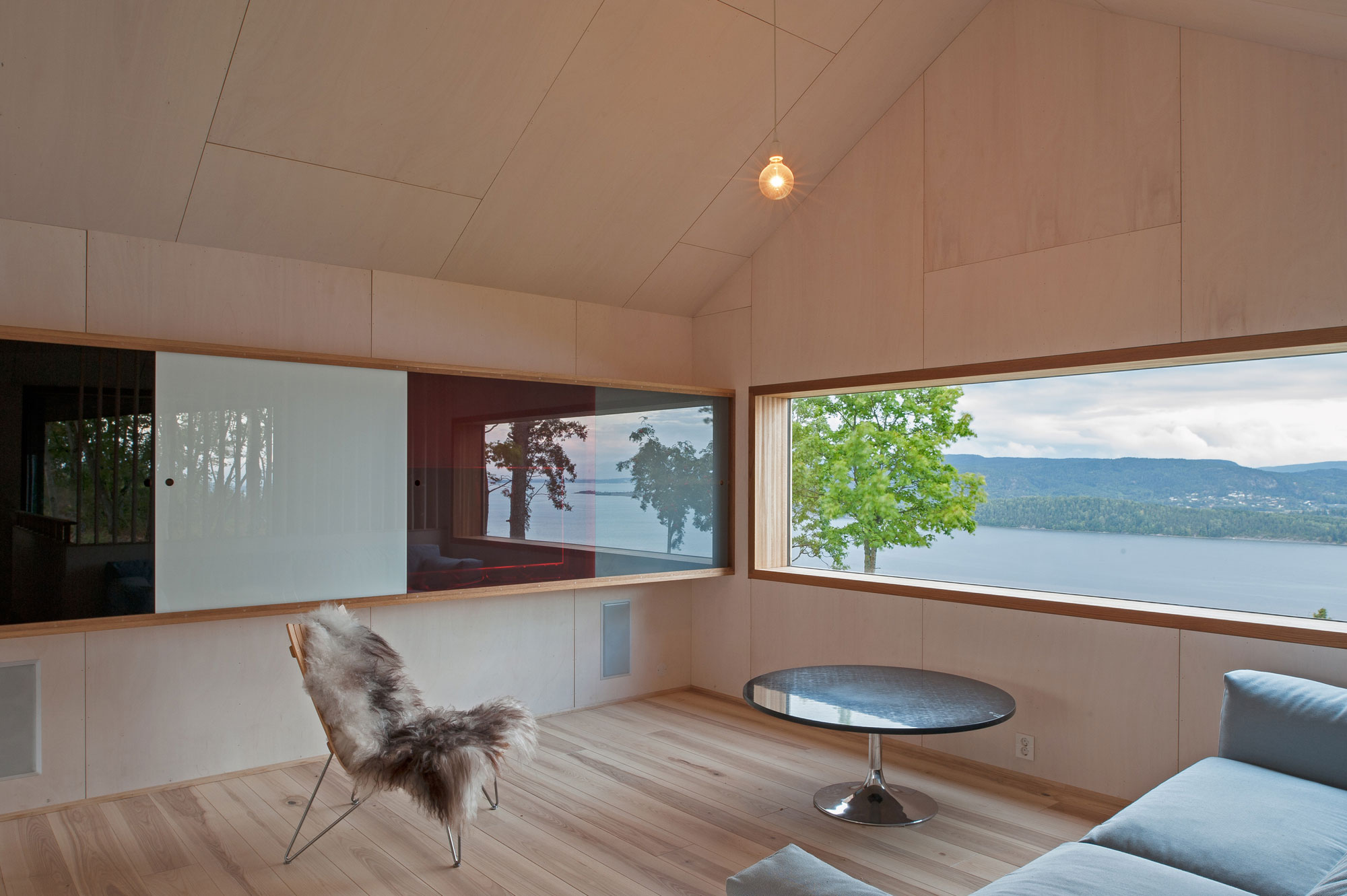 Off/Ramberg House by Schjelderup Trondahl Architects AS (8)