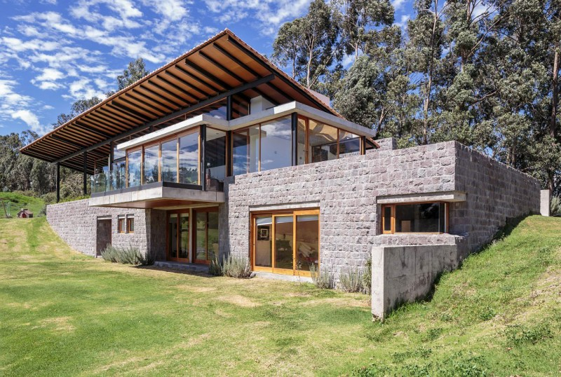 Los Chillos House by z + Muller Arquitectos on stone underground homes, stone saltbox homes, stone ranch homes, stone queen anne victorian homes, stone cottage homes, stone cape cod homes, stone modular homes, stone cabin homes, stone farm homes, stone igloo homes, stone tudor homes, stone silo homes,