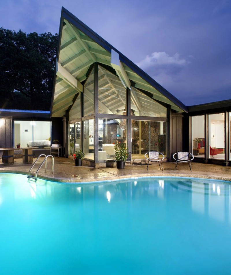 A Contemporary Remodel of a Mid Century