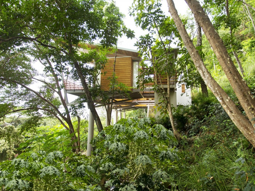 Casa Flotanta by Benjamin Garcia Saxe Architecture (1)