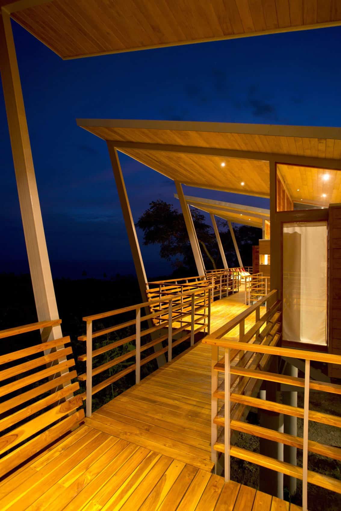 Casa Flotanta by Benjamin Garcia Saxe Architecture (23)