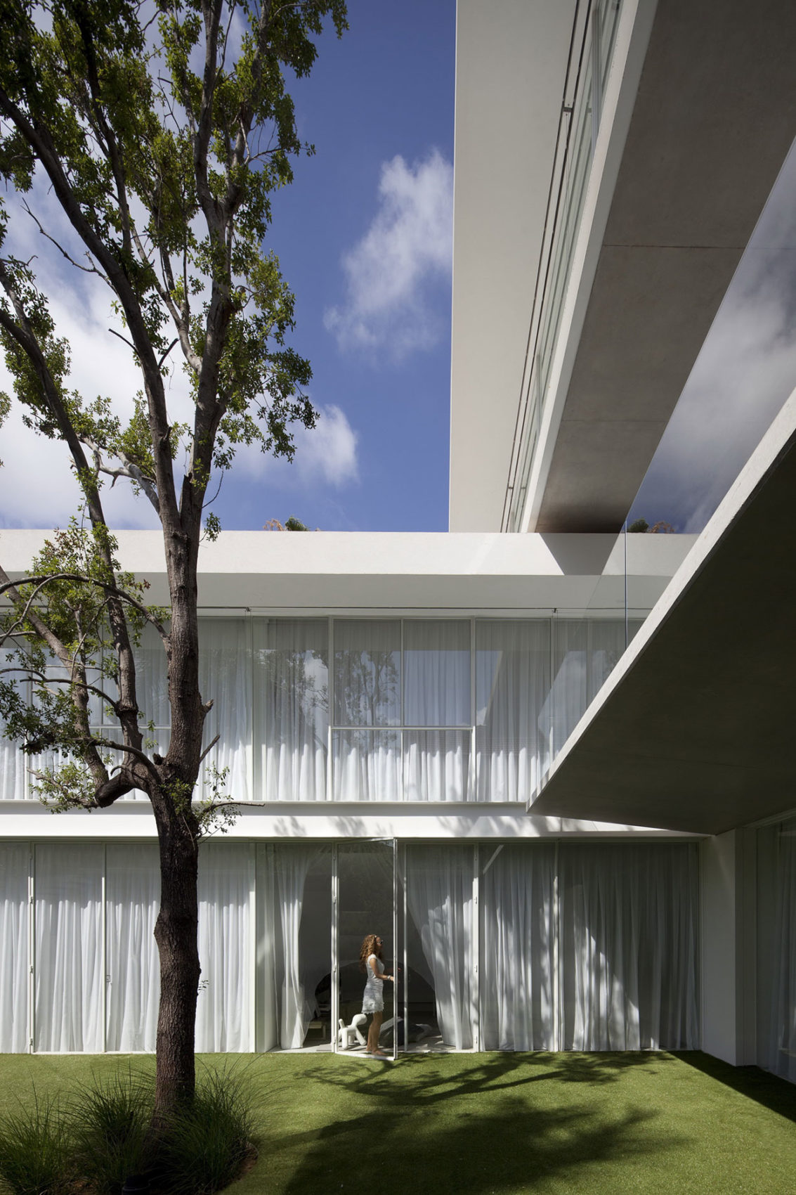 Ramat Hasharon House 13 by Pitsou Kedem Architects (7)