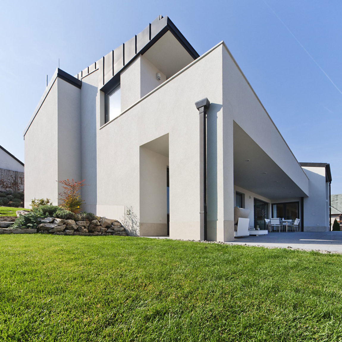 Sommelier's Home by by Architema (4)