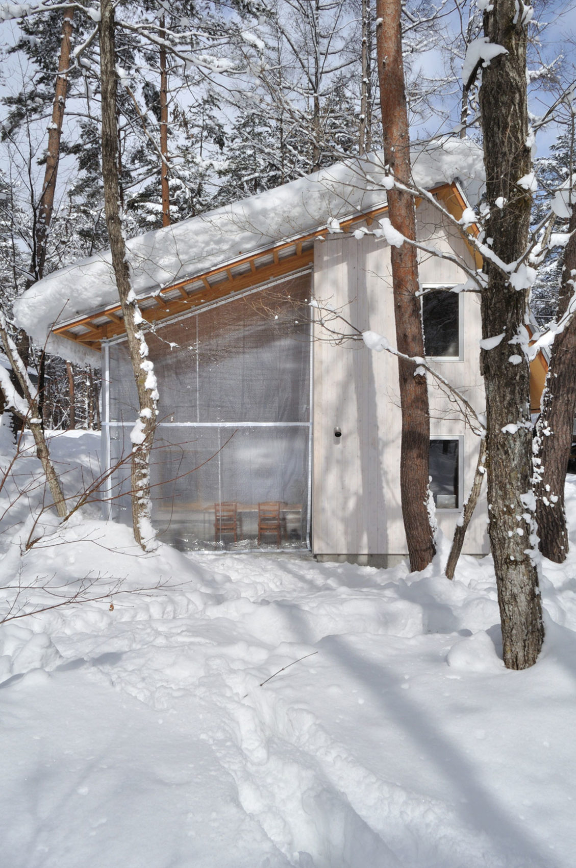 Villa in Hakuba by Naka Architects (13)
