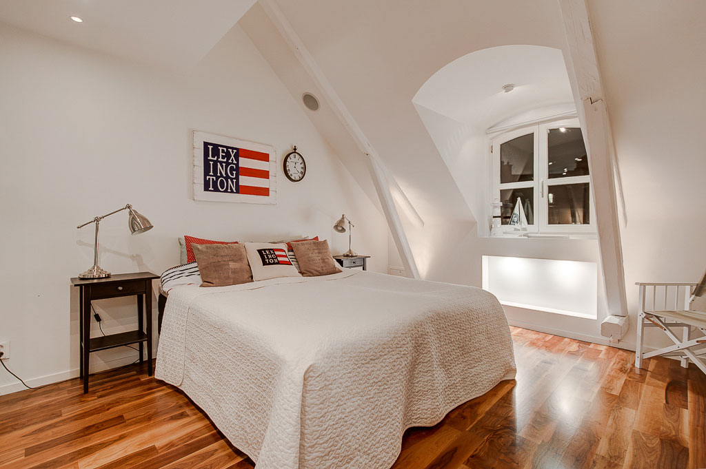 An Elegant Attic on Norrbackagatan (17)