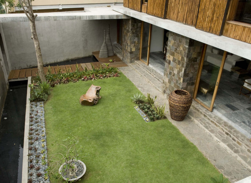 Courtyard House by Atelier Sacha Cotture (4)