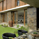 Courtyard House by Atelier Sacha Cotture (5)