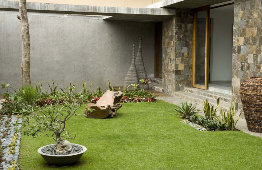 Courtyard House by Atelier Sacha Cotture (6)