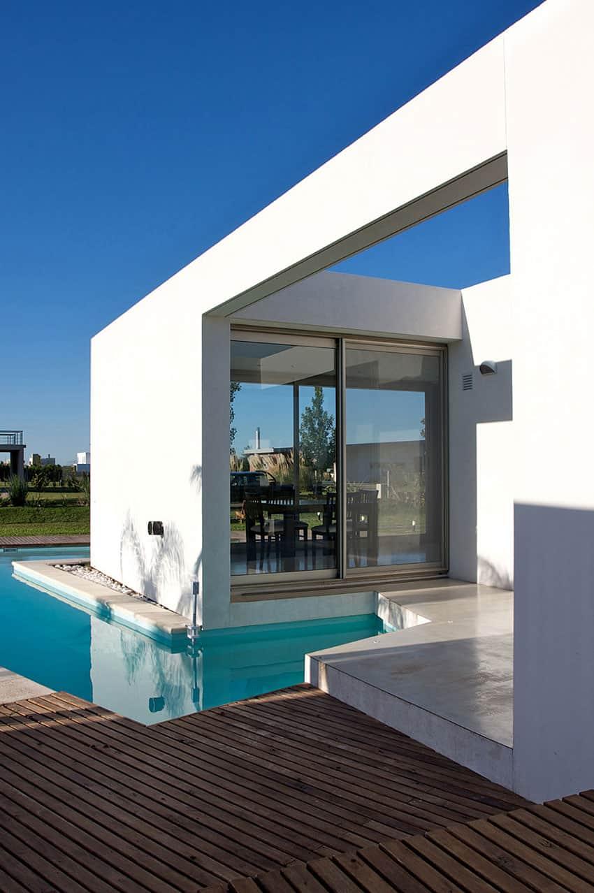 DT Puerto Roldán House by VismaraCorsi Arquitectos (16)