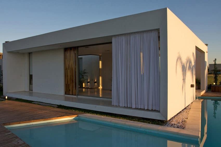 DT Puerto Roldán House by VismaraCorsi Arquitectos (12)