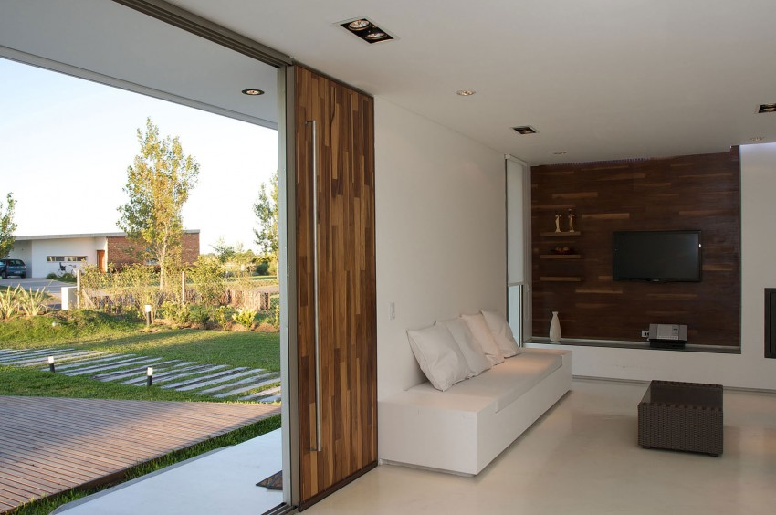 DT Puerto Roldán House by VismaraCorsi Arquitectos (10)