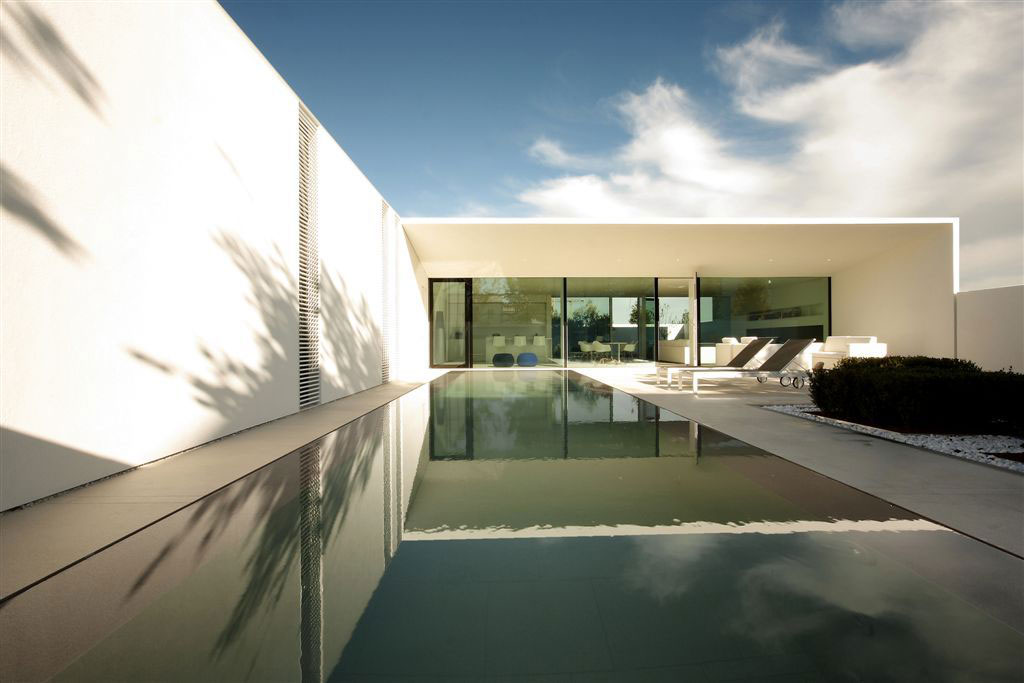 Jesolo Lido Pool Villa by JM Architecture (1)