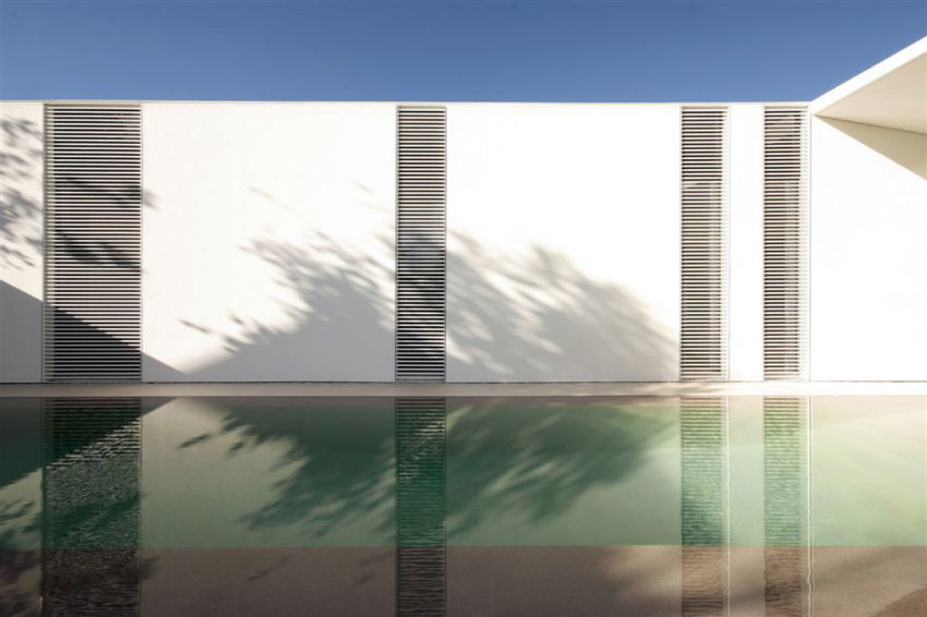 Jesolo Lido Pool Villa by JM Architecture (4)