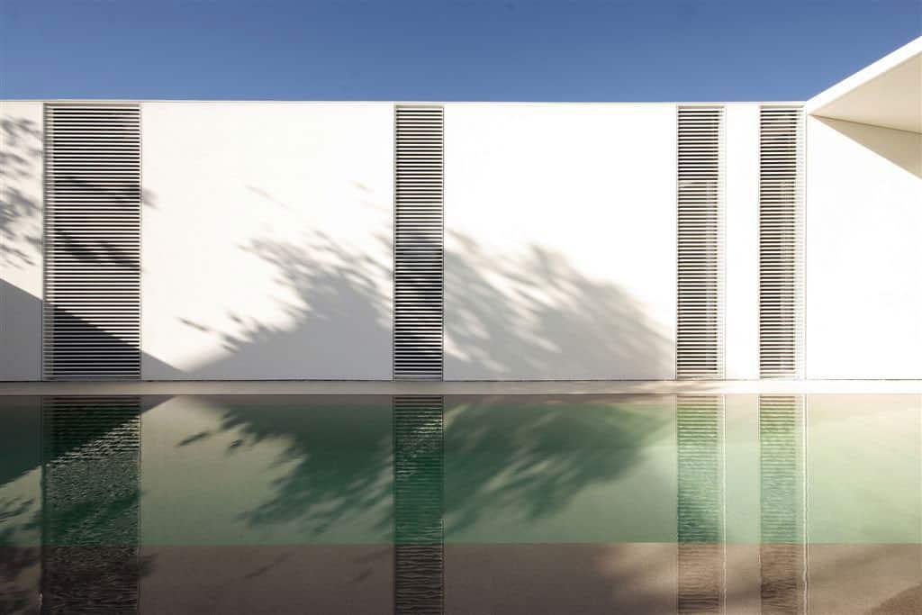 Jesolo Lido Pool Villa by JM Architecture (4)