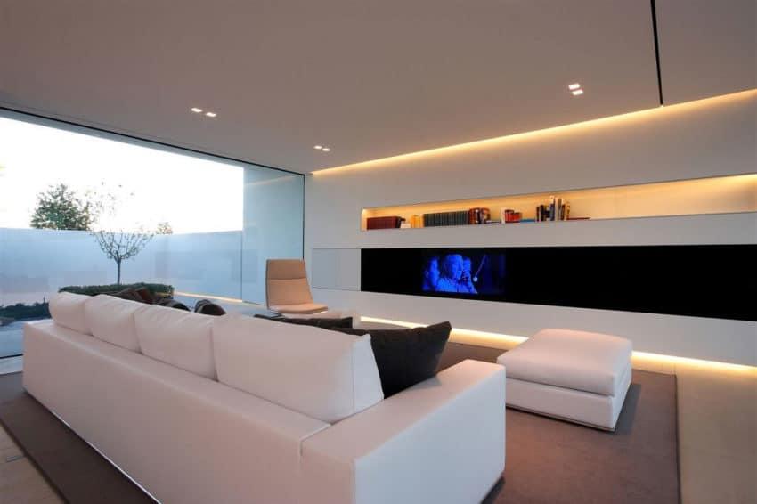 Jesolo Lido Pool Villa by JM Architecture (5)