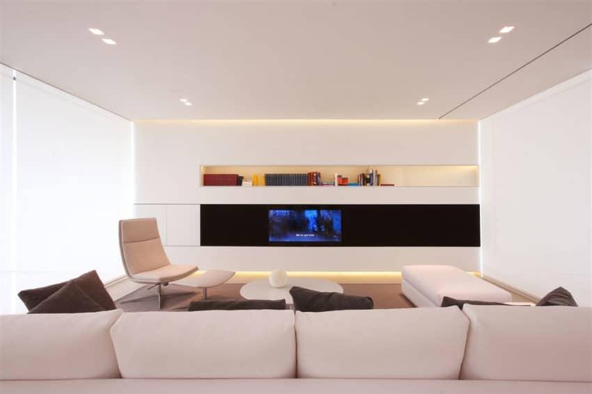 Jesolo Lido Pool Villa by JM Architecture (6)