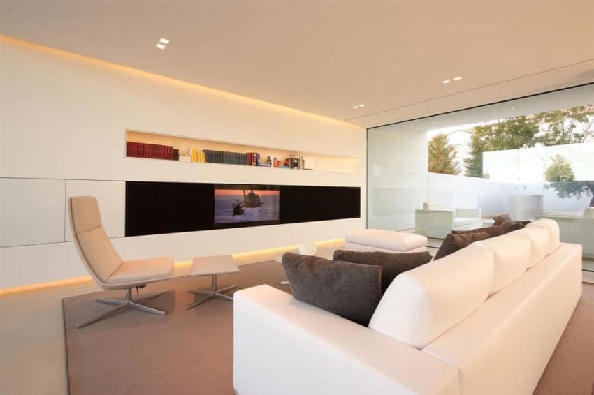 Jesolo Lido Pool Villa by JM Architecture (7)