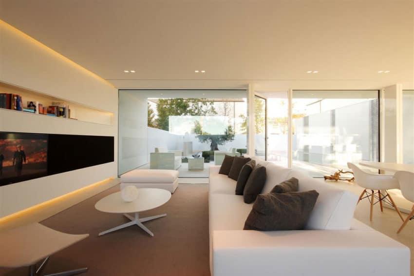 Jesolo Lido Pool Villa by JM Architecture (8)