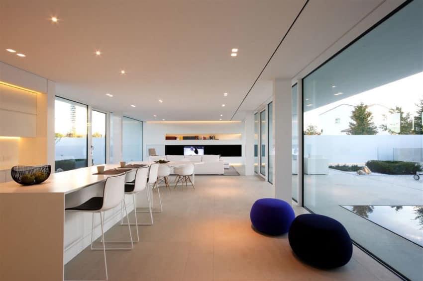 Jesolo Lido Pool Villa by JM Architecture (11)