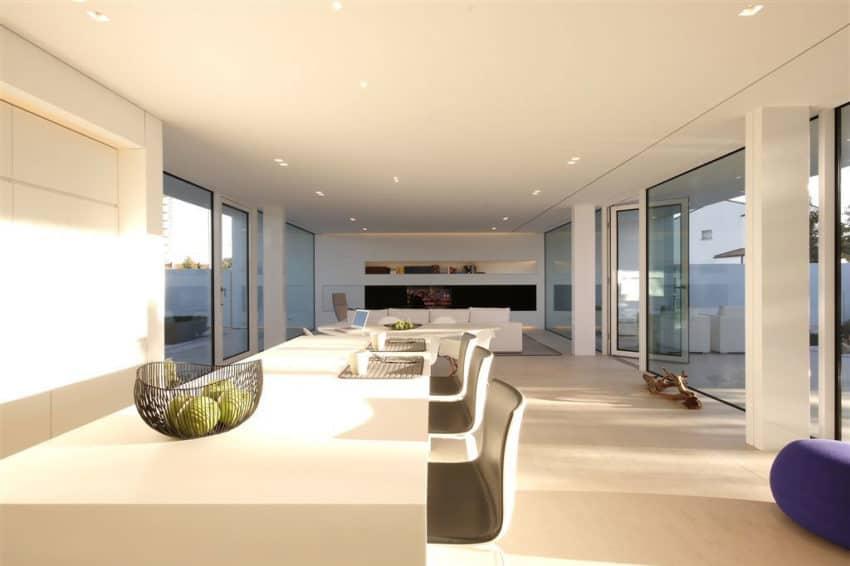 Jesolo Lido Pool Villa by JM Architecture (12)