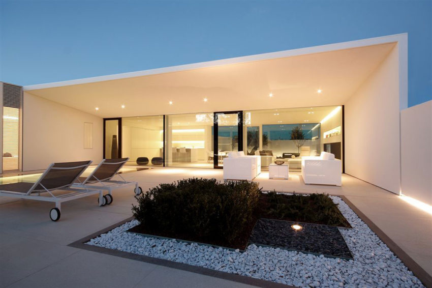Jesolo Lido Pool Villa by JM Architecture (18)