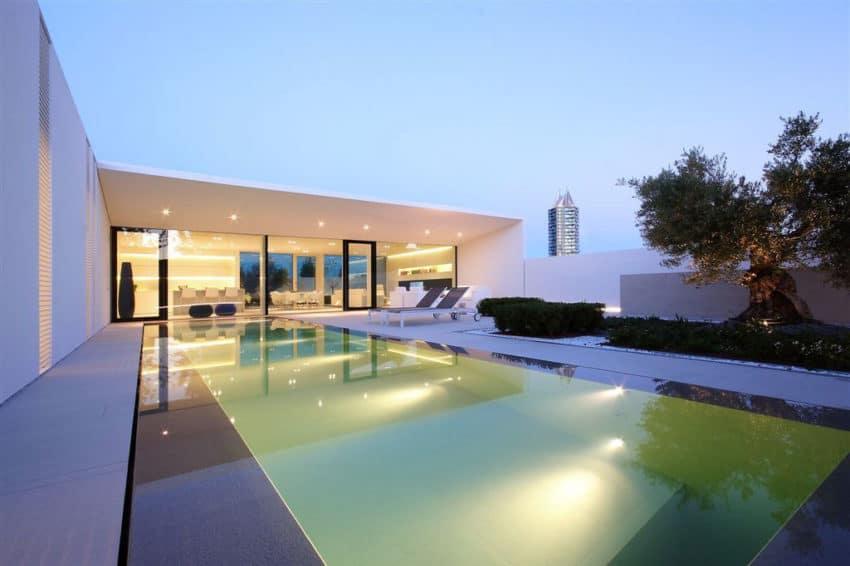 Jesolo Lido Pool Villa by JM Architecture (20)