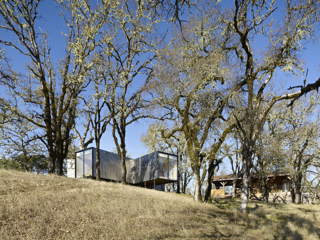Moose Rd by Mork-Ulnes Architects (1)