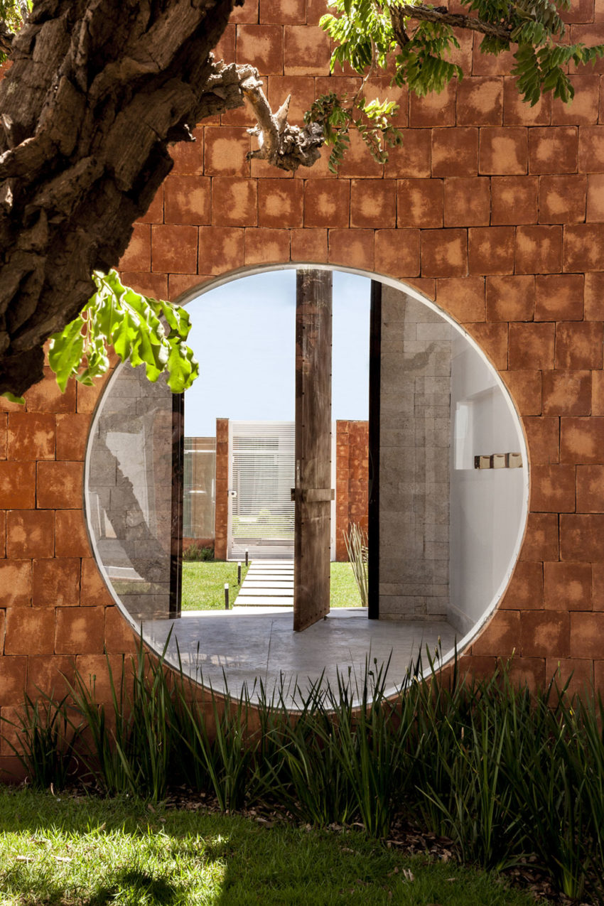 Taquari House by Ney Lima (4)