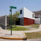 Surrounded House by 2.8x arquitectos (1)