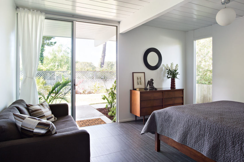 Double Gable Eichler Remodel by Klopf Architecture (19)