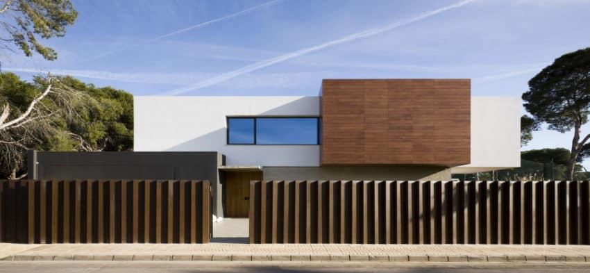 D&E House by sanahuja and partners (1)
