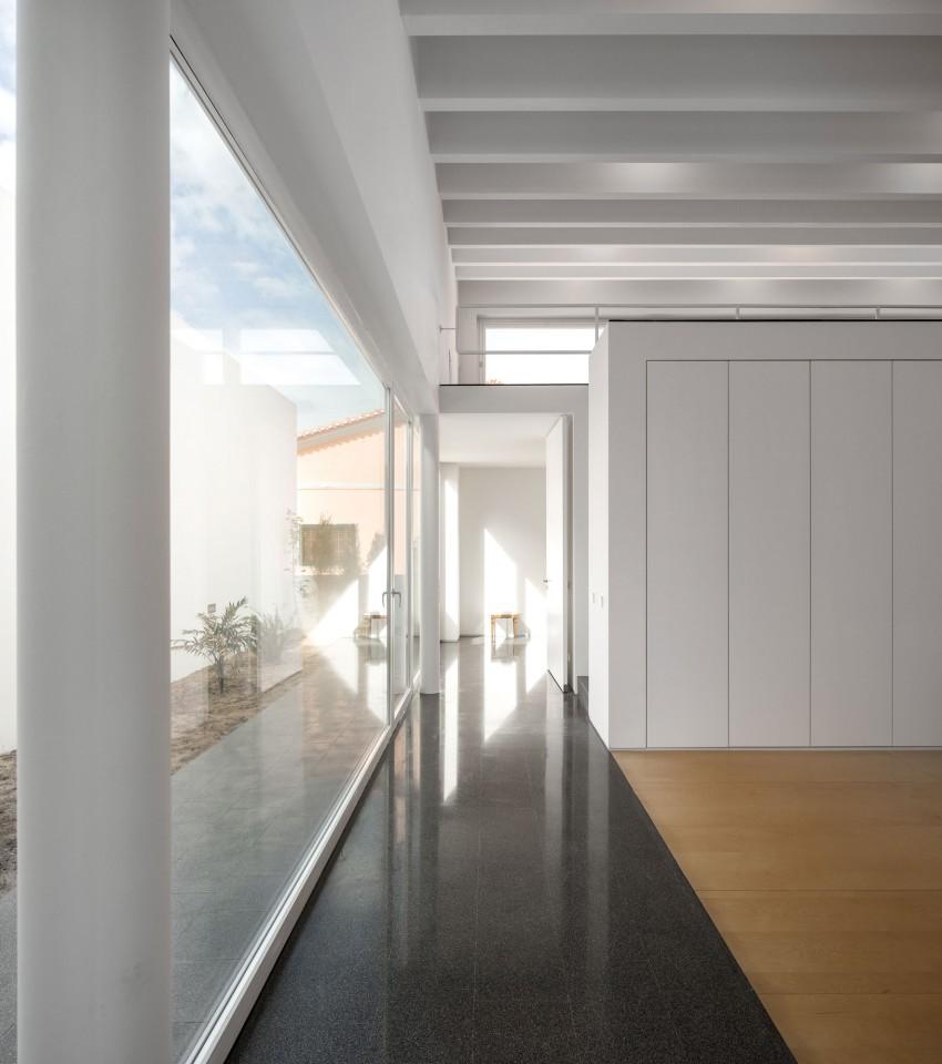 Pó House by Ricardo Silva Carvalho Arquitectos (11)