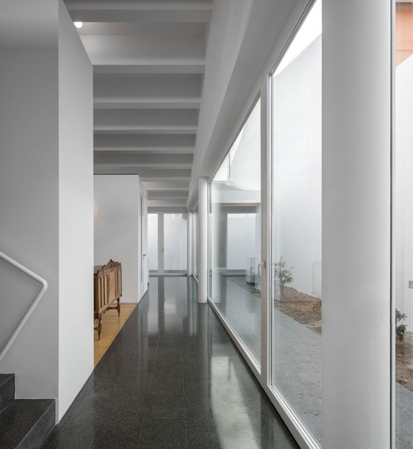 Pó House by Ricardo Silva Carvalho Arquitectos (13)