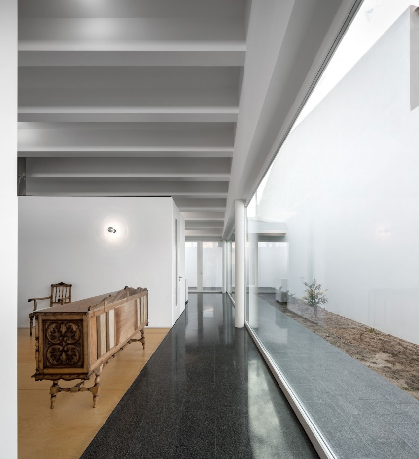 Pó House by Ricardo Silva Carvalho Arquitectos (14)