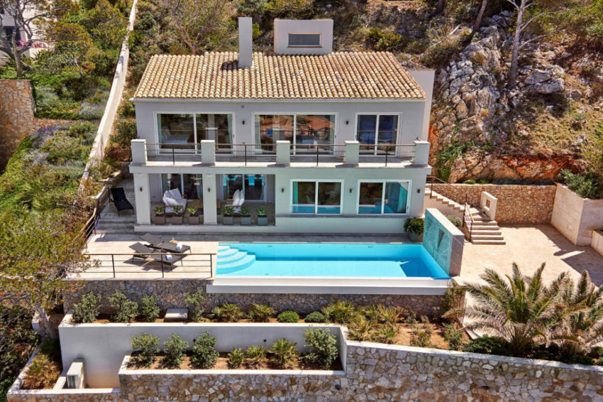 Elegant Villa with Breathtaking Sea Views (1)