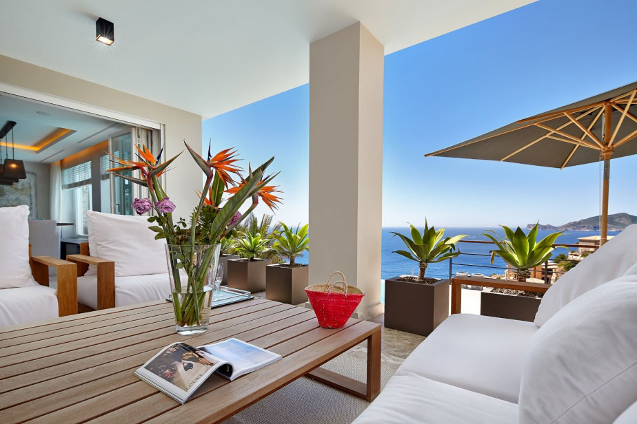 Elegant Villa with Breathtaking Sea Views (4)