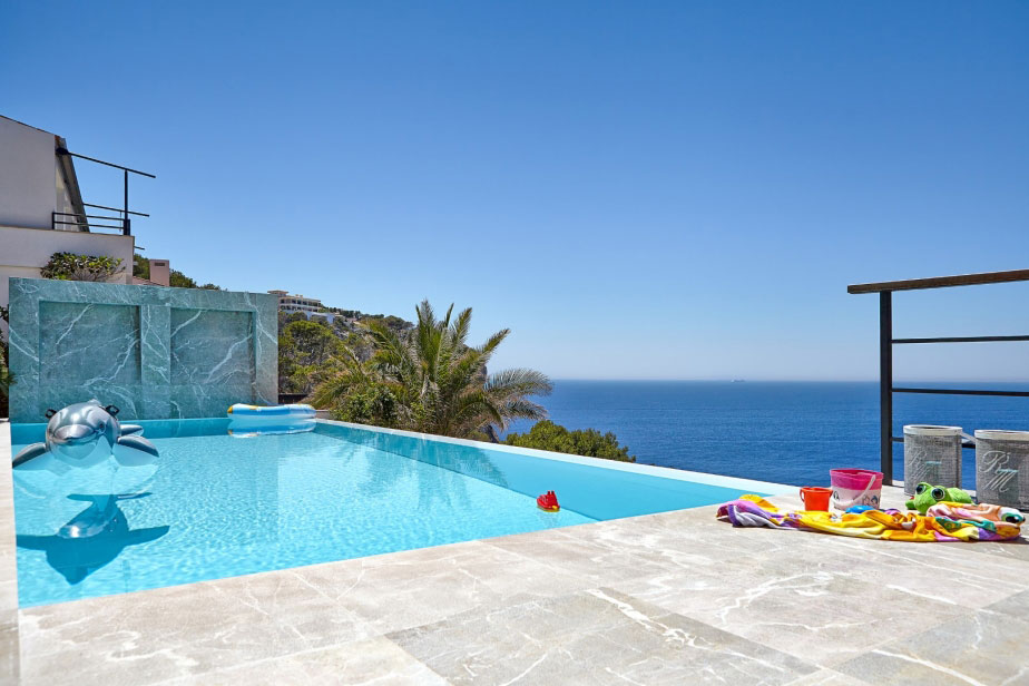 Elegant Villa with Breathtaking Sea Views (5)