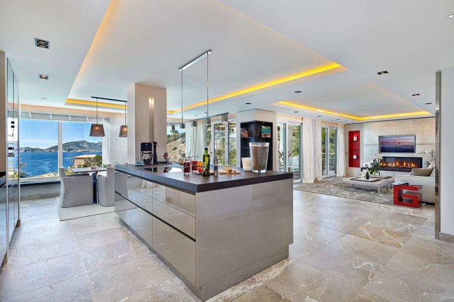Elegant Villa with Breathtaking Sea Views (11)