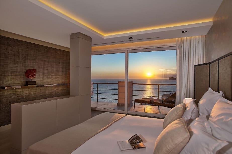Elegant Villa with Breathtaking Sea Views (21)