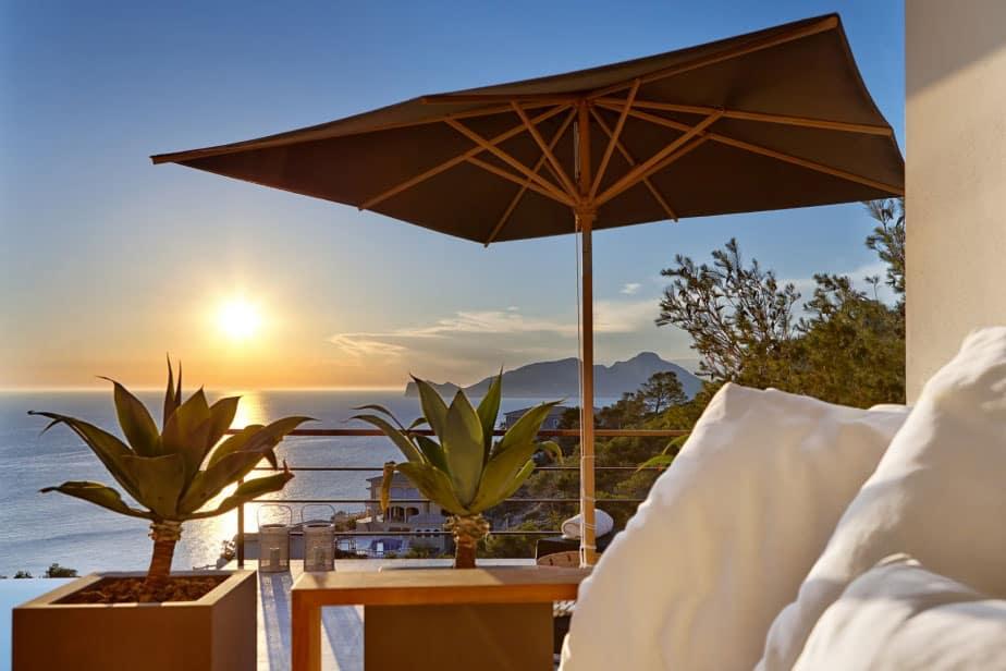 Elegant Villa with Breathtaking Sea Views (25)