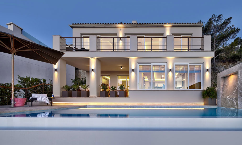 Elegant Villa with Breathtaking Sea Views (26)