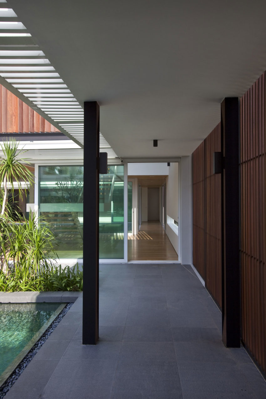Enclosed Open House by Wallflower Architecture + Design (9)